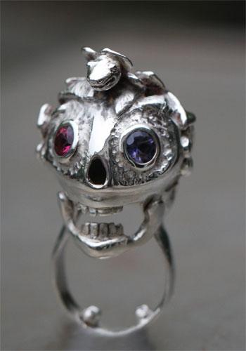 Hei-Tiki ring in sterling silver and semi-precious stones...